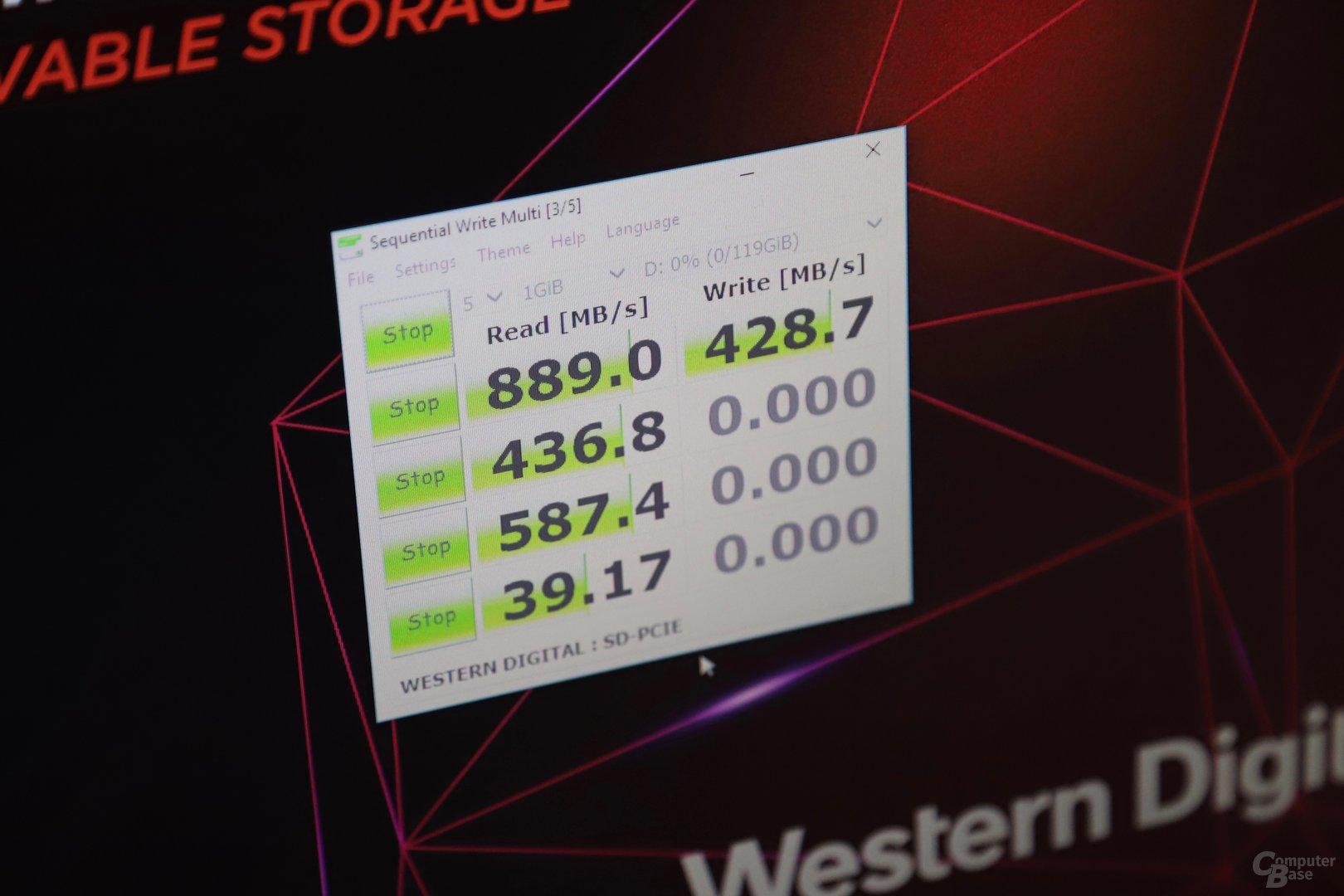 Das Laufwerk von SanDisk erreicht fast 900 MB/s sequentiell lesend