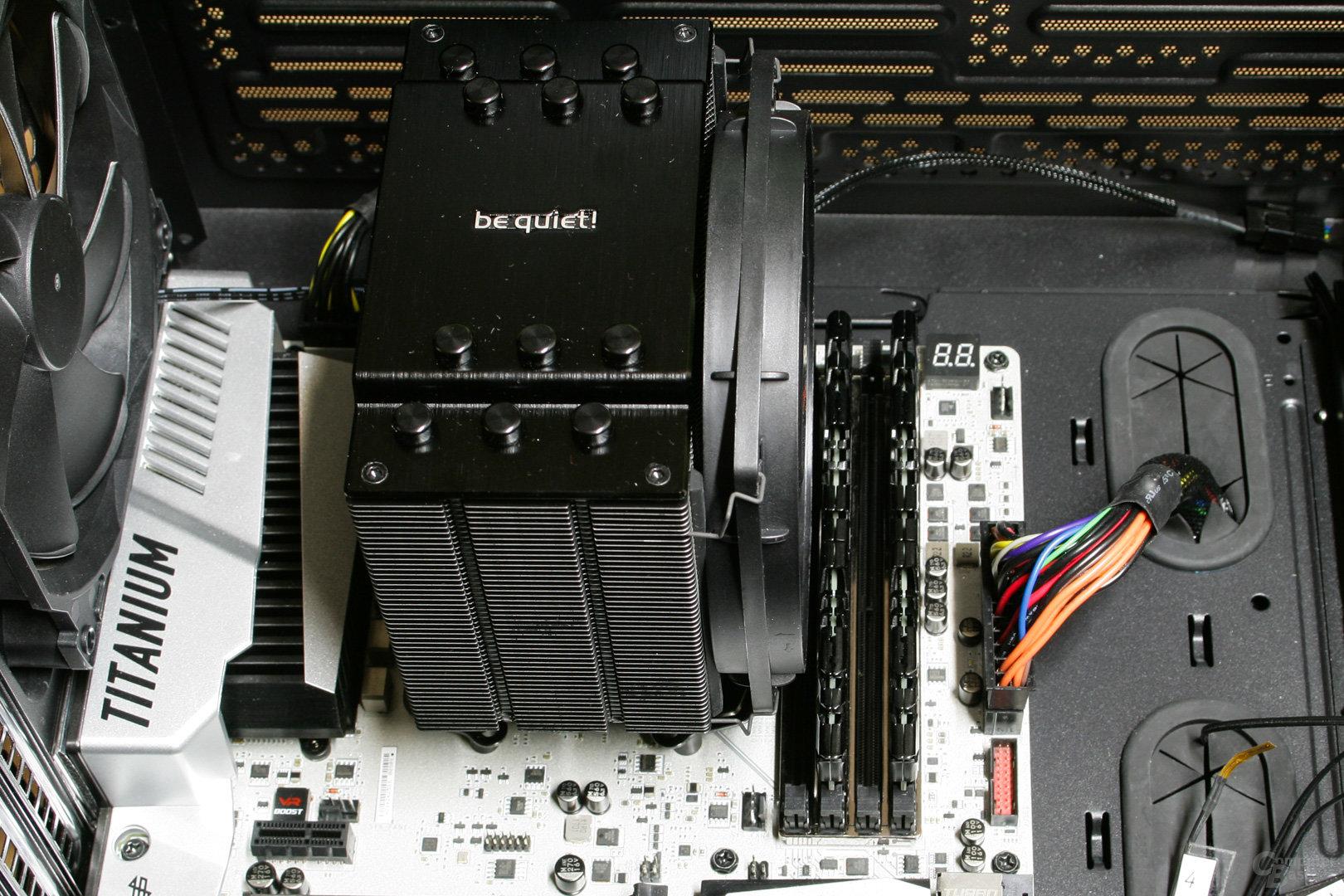 be quiet! Dark Rock 4 im Testsystem: Der erste RAM-Slot wird komplett überragt