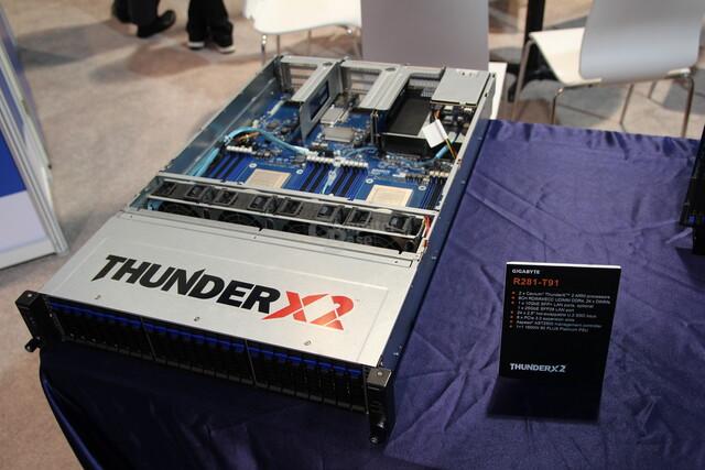 Caviums ThunderX2 im 2U-Chassis von Gigabyte