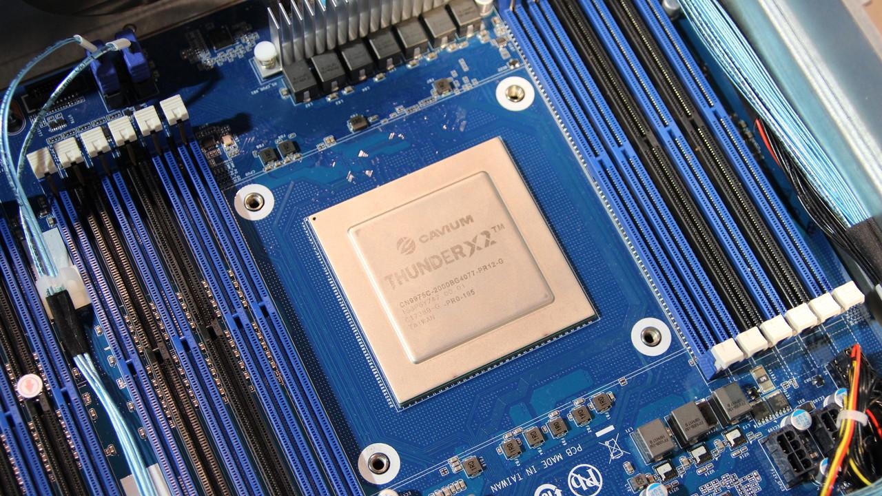 Gigabyte ThunderXStation: Bis zu 108 ARMv8-Kerne in einem Desktop-Gehäuse