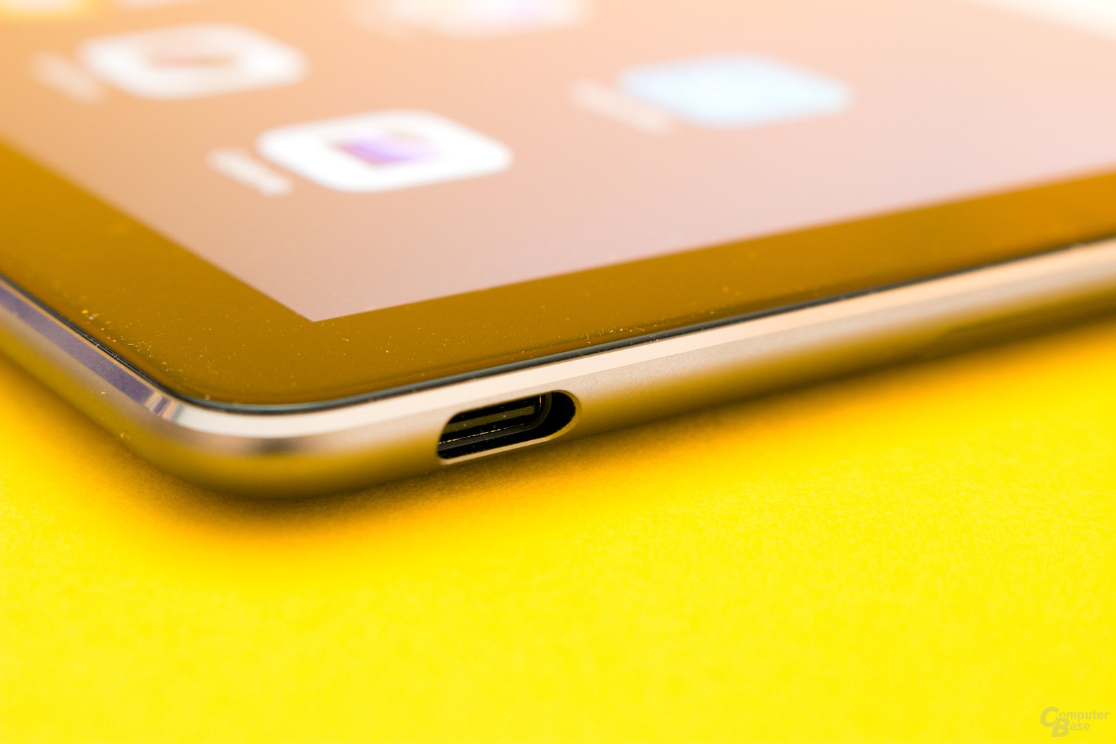 Der USB-2.0-C-Port dient gleichzeitig als Kopfhöreranschluss