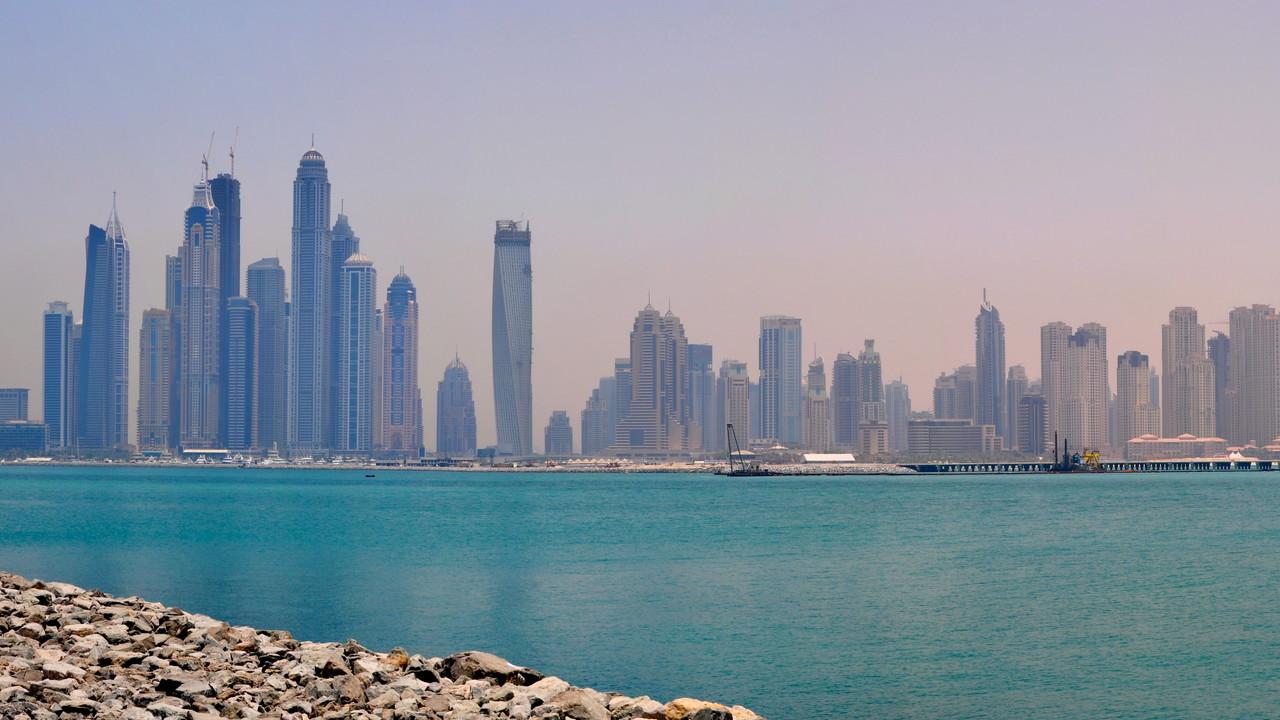 Dubai: Digitale Nummernschilder mit Car2Car-Funk im Feldversuch
