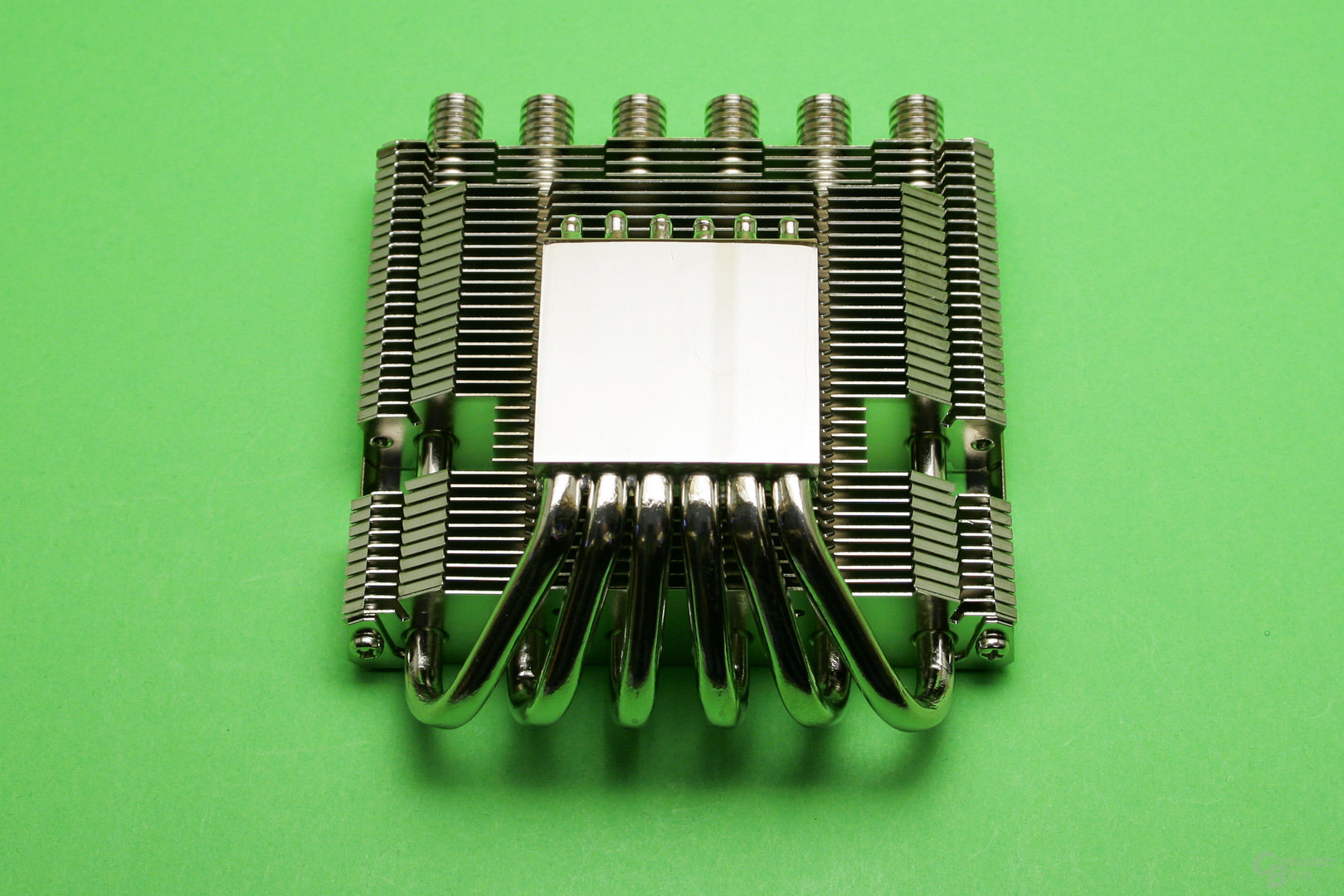 Thermalright AXP-100RH: Vernickelte Kupfer-Bodenplatte mit sechs Heatpipes
