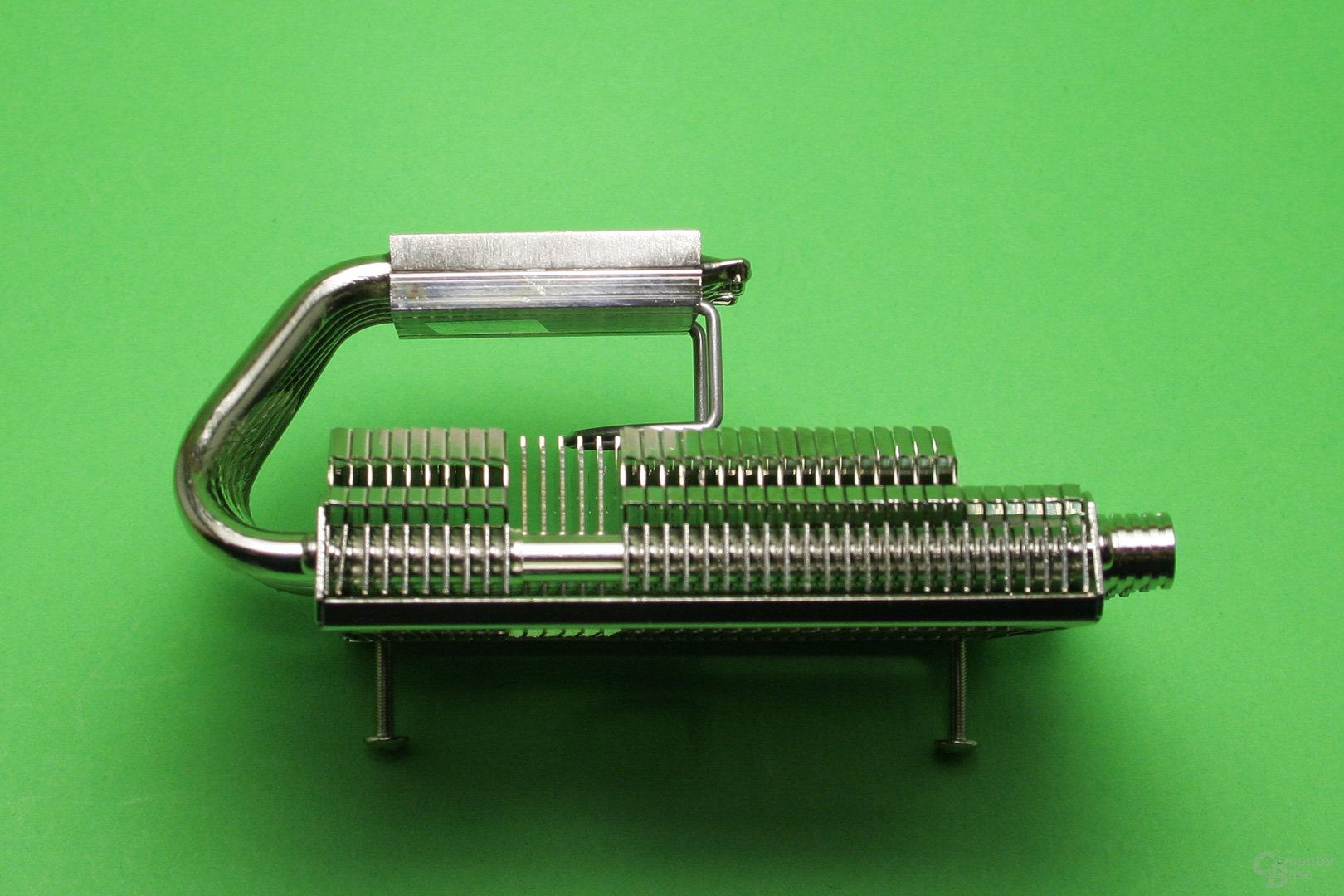 Thermalright AXP-100RH: Ein Metallbügel stabilisiert den Radiator