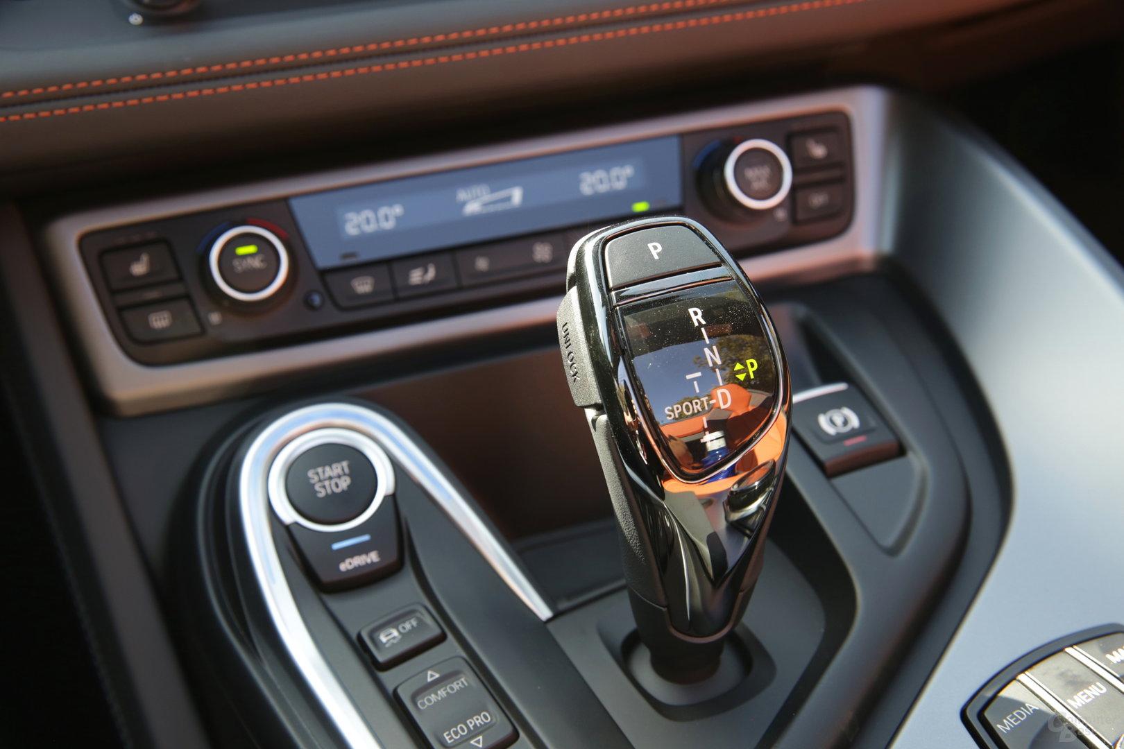 BMW i8 Roadster – Wählhebel für Sportmodus