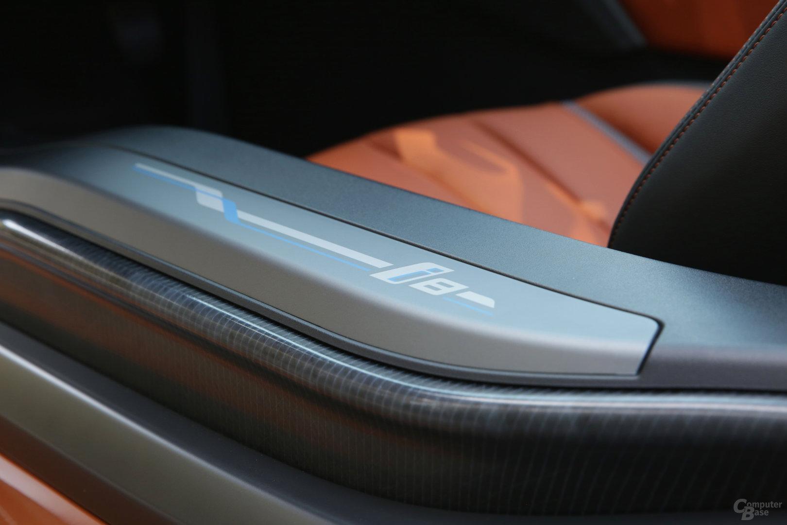 BMW i8 Roadster – Schweller mit Schriftzug