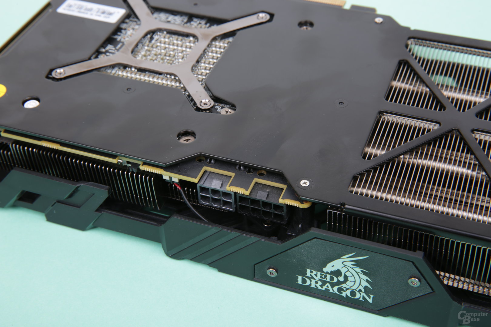 PowerColor Radeon RX Vega 56 Red Dragon – Stromanschlüsse