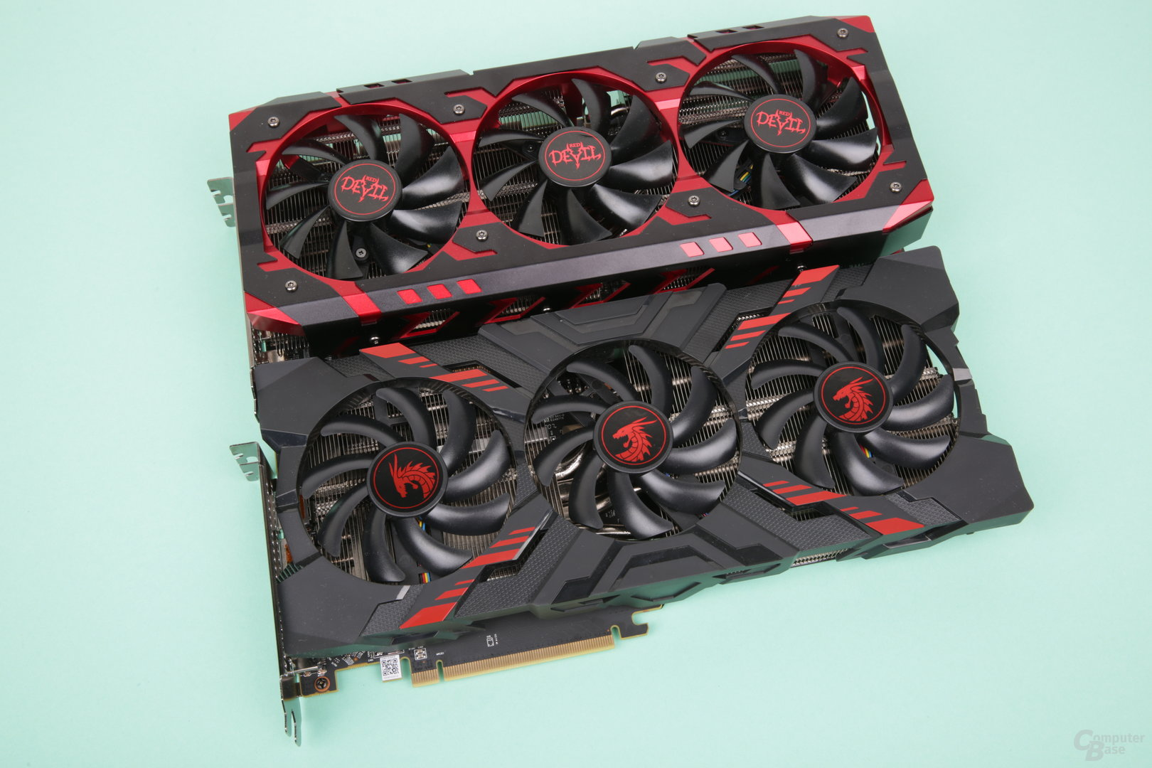 RX Vega 56 – PowerColor Red Devil (oben) und Red Dragon