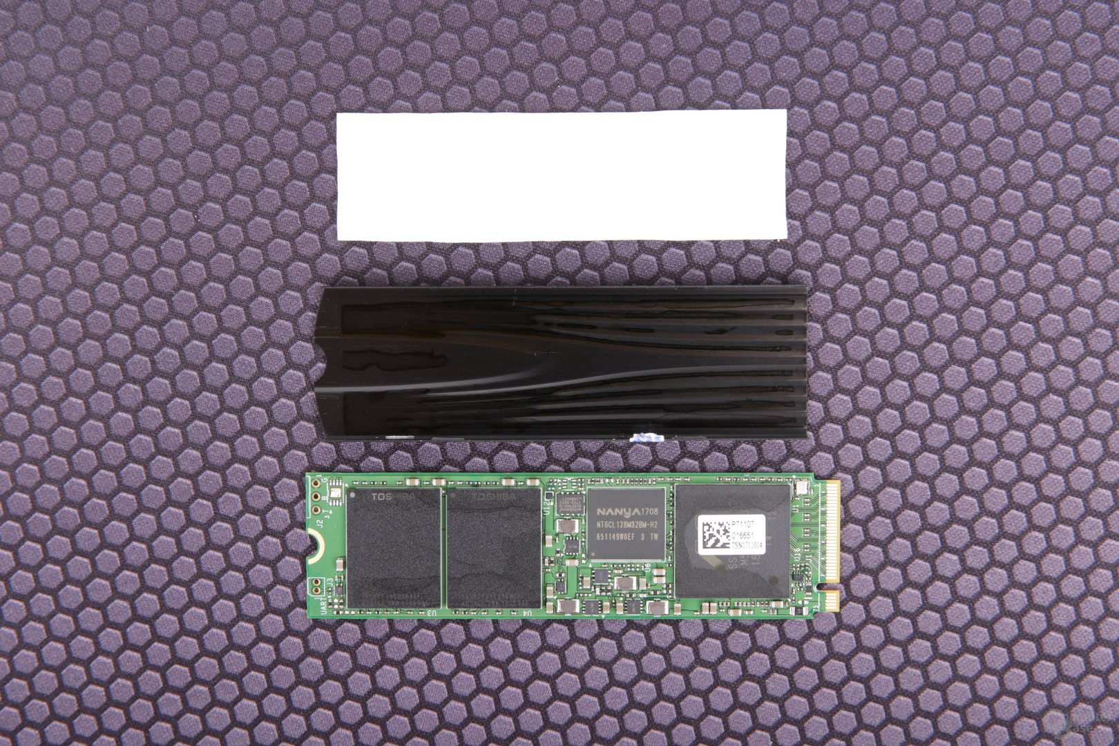 Die Plextor M9Pe(G) mit demontiertem Kühlkörper und Wärmeleitpad