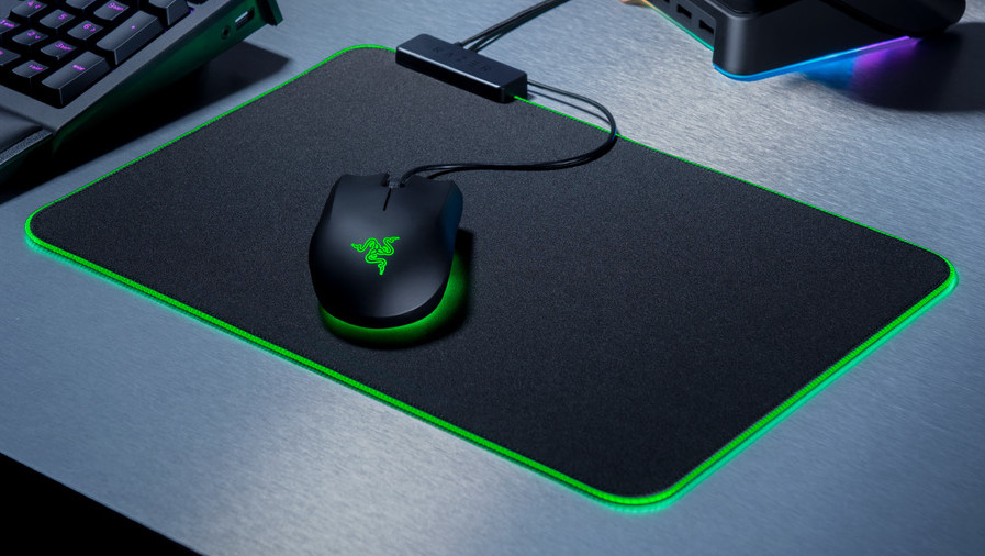 Razer Abyssus Essential: Einstieg in bunte Mauswelten kostet 50 Euro