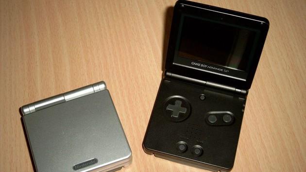 Im Test vor 15 Jahren: Nintendos Game Boy Advance SP ging ein Licht auf