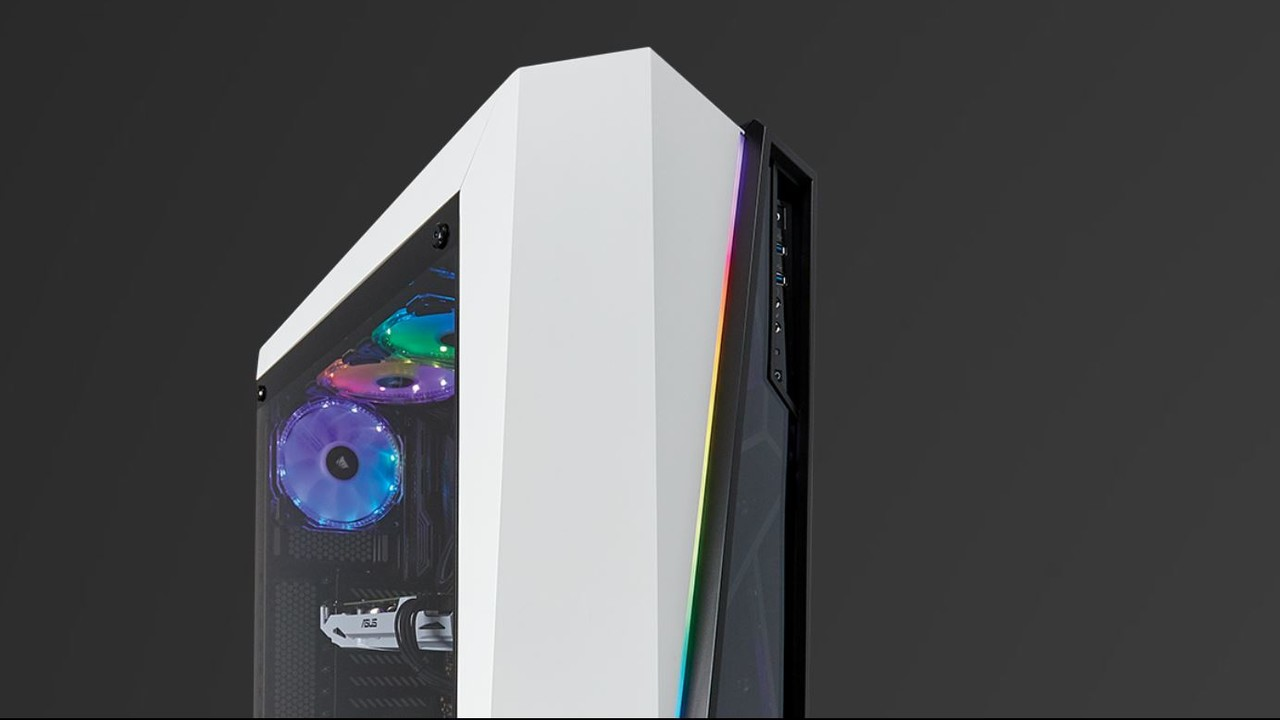 Corsair SPEC-Omega RGB: 30 LEDs lassen die Gehäusefront leuchten