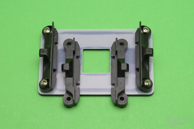 Retention-Kit für AM4: Zwei Versionen der Plastikbügel