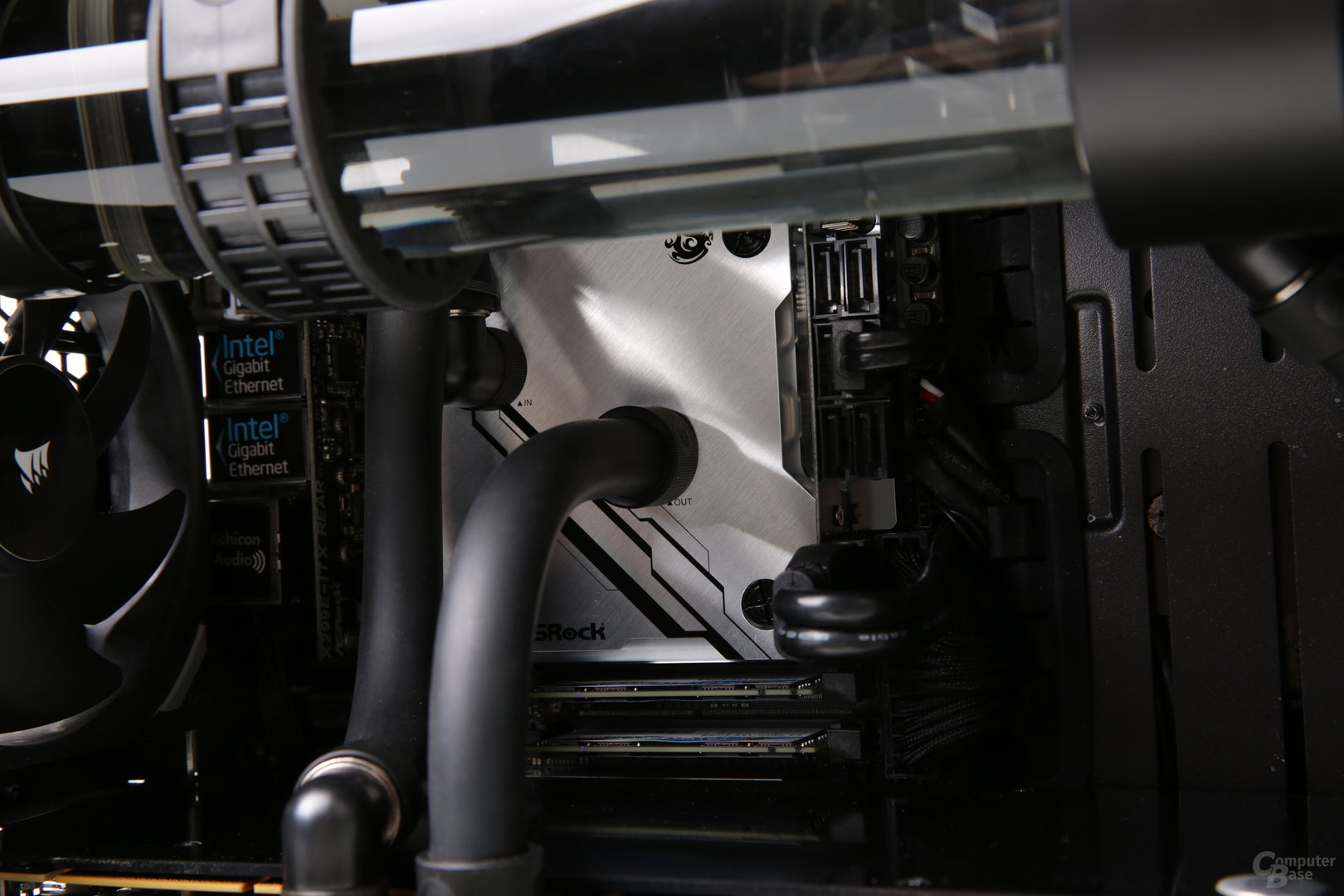 Mifcom miniBOSS i9-7980XE Titan V