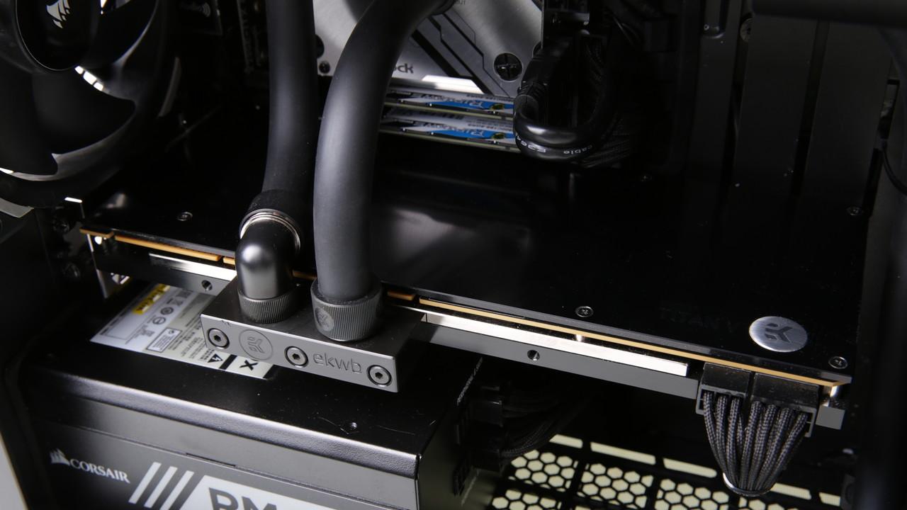 Mifcom miniBOSS i9-7980XE im Test: Titan V schlägt 1080 Ti in Spielen um bis zu 50 Prozent