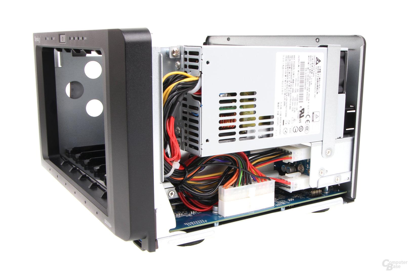 Synology DS1618+ im Test – internes 250-Watt-Netzteil