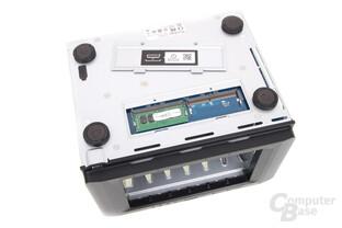 Synology DS1618+ im Test – RAM-Zugang an der Unterseite