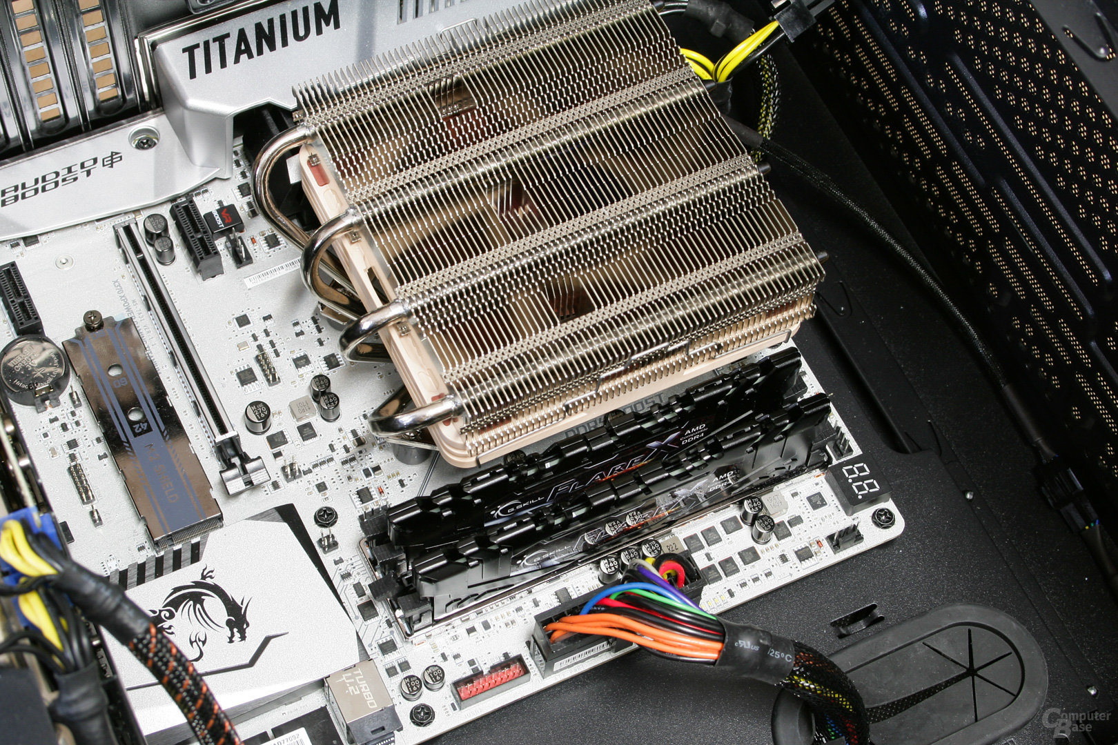 Noctua NH-L12S im Testsystem: Nur niedriger RAM passt in den ersten Slot