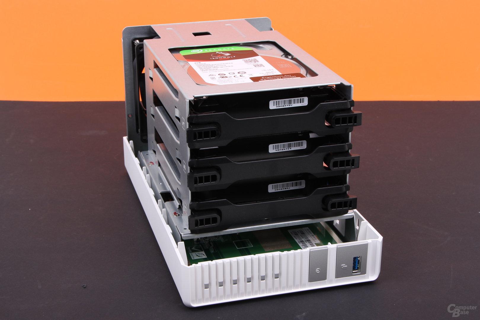 QNAP TS-328 mit eingebauten HDDs