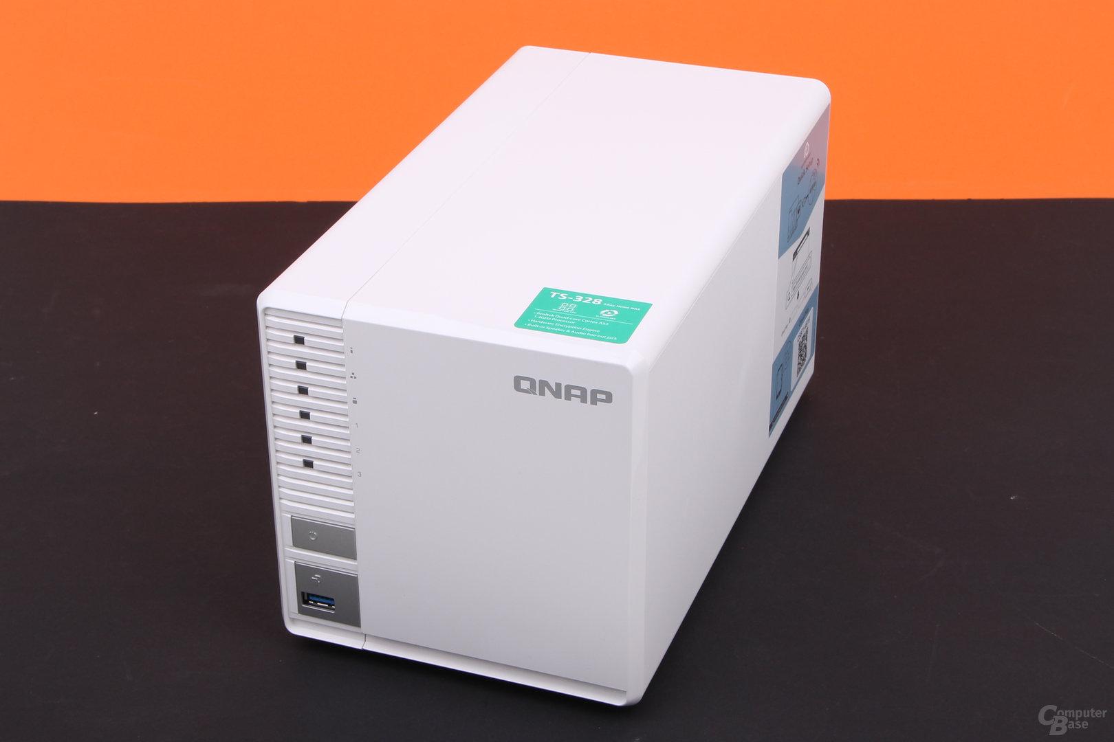 QNAP TS-328 – LEDs, USB und Kopiertaste