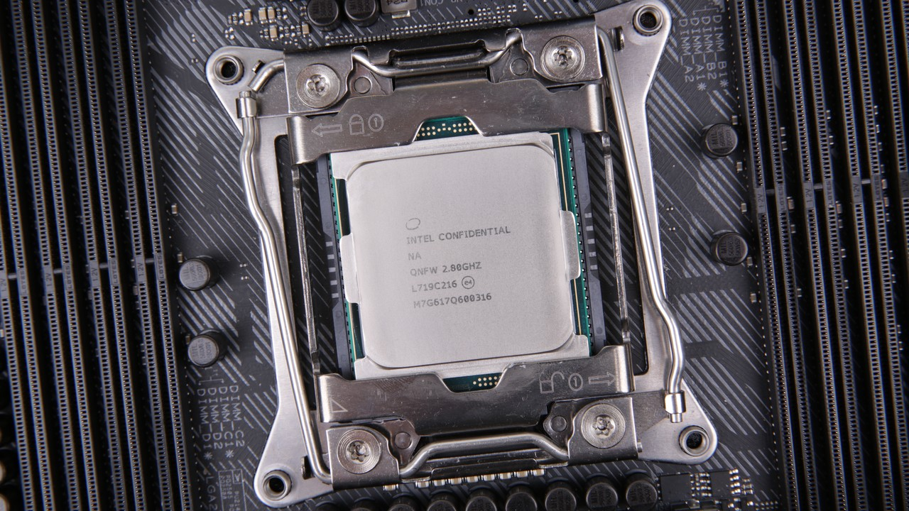 Intel-Prozessor: 8-Kern-Coffee-Lake im Herbst, 22 Kerne für LGA2066