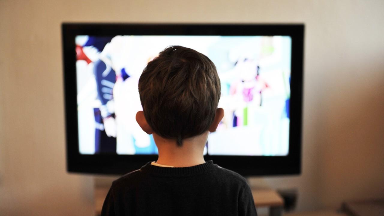Je 3 Stunden täglich: Das Internet überholt 2019 erstmals das Fernsehen