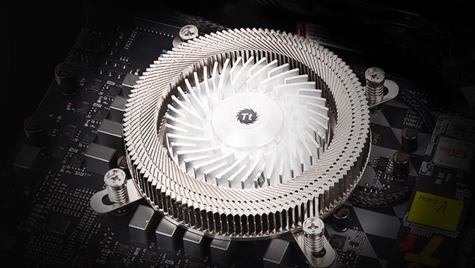 Thermaltake New Engine 17 1U: Mit Kühler-Lüfter zu kompakten Dimensionen