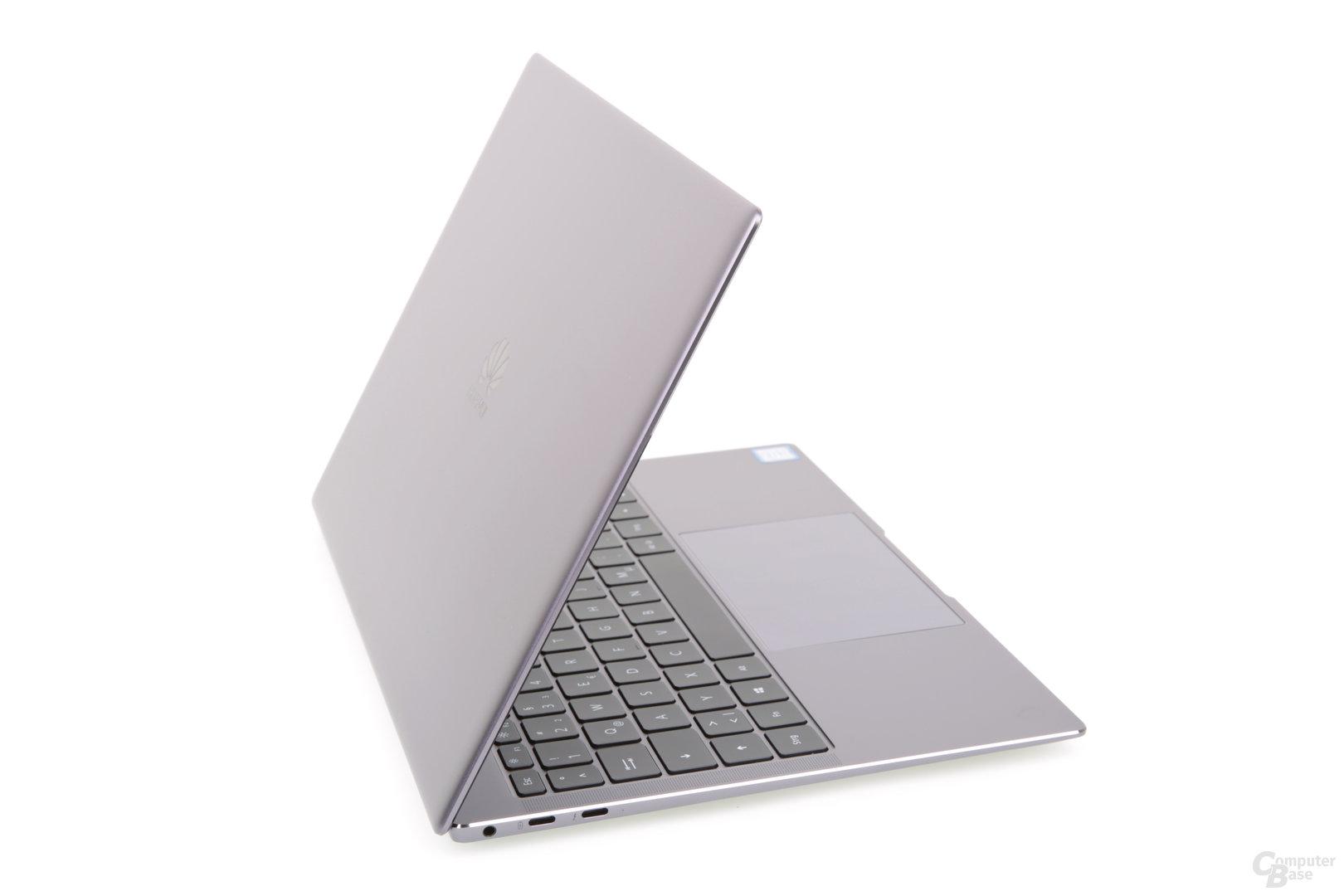 Huawei MateBook X Pro in der Seitenansicht von links