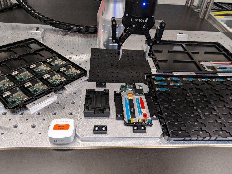 MRK zur Montage der Hauptplatine hinter dem Display