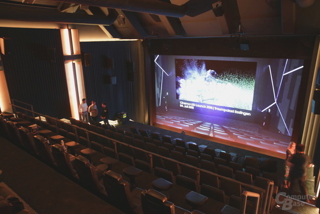 Blick von oben rechts in den Cinema-LED-Saal
