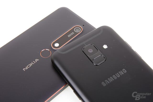 Beide Kameras bieten 16 Megapixel, Nokia hat aber die bessere