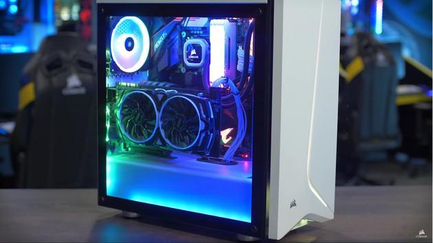 Corsair SPEC-06 RGB: Schlichter Midi-Tower lässt seine Vorderseite leuchten