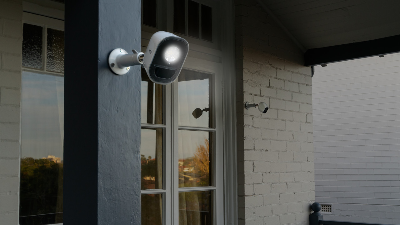 Arlo Security Light System: Netgears komplett kabelloses Außenlicht fürs Smart Home