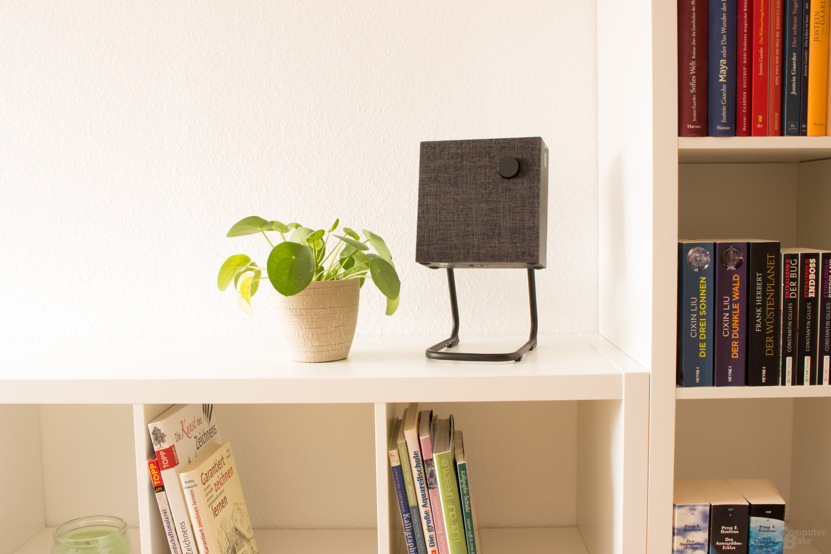 Ikea Eneby 20 auf dem optionalen Lautsprechergestell