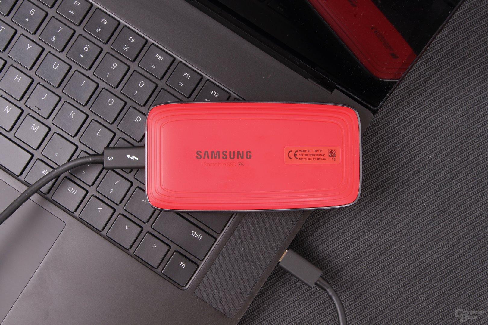 Die Samsung Portable SSD X5 wird über TB3 angeschlossen