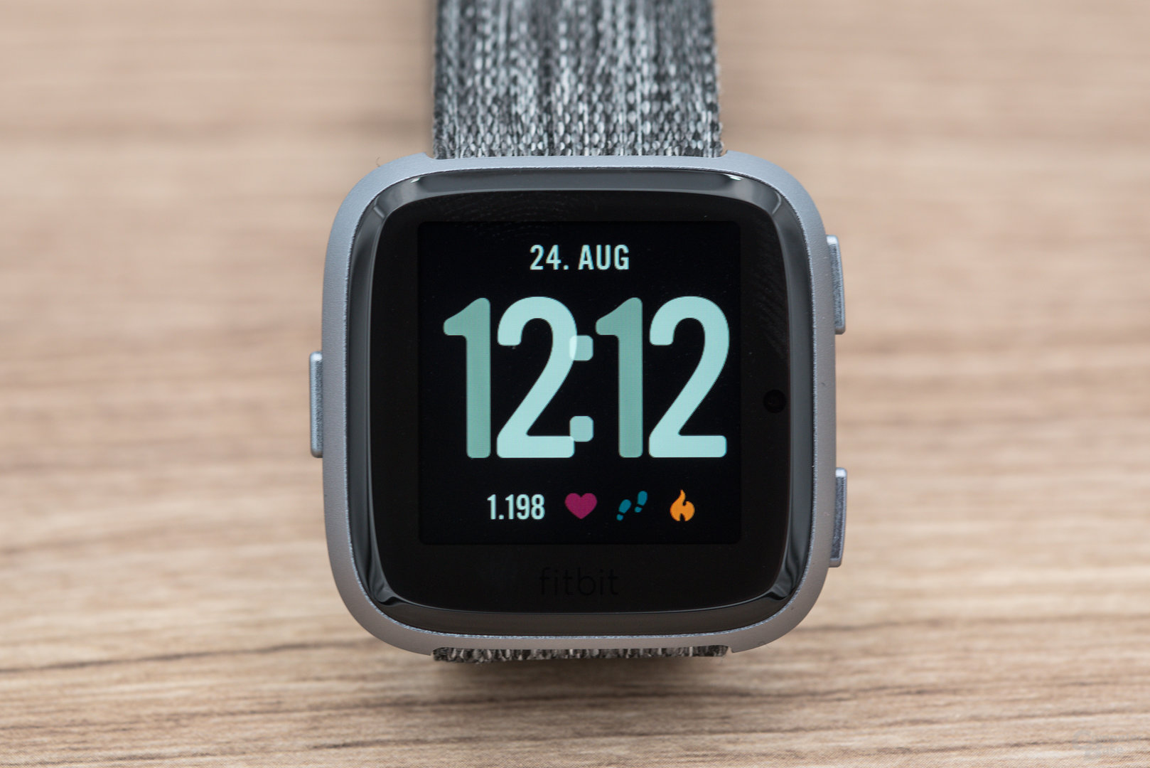 Fitbit Versa im Test: Display im Detail