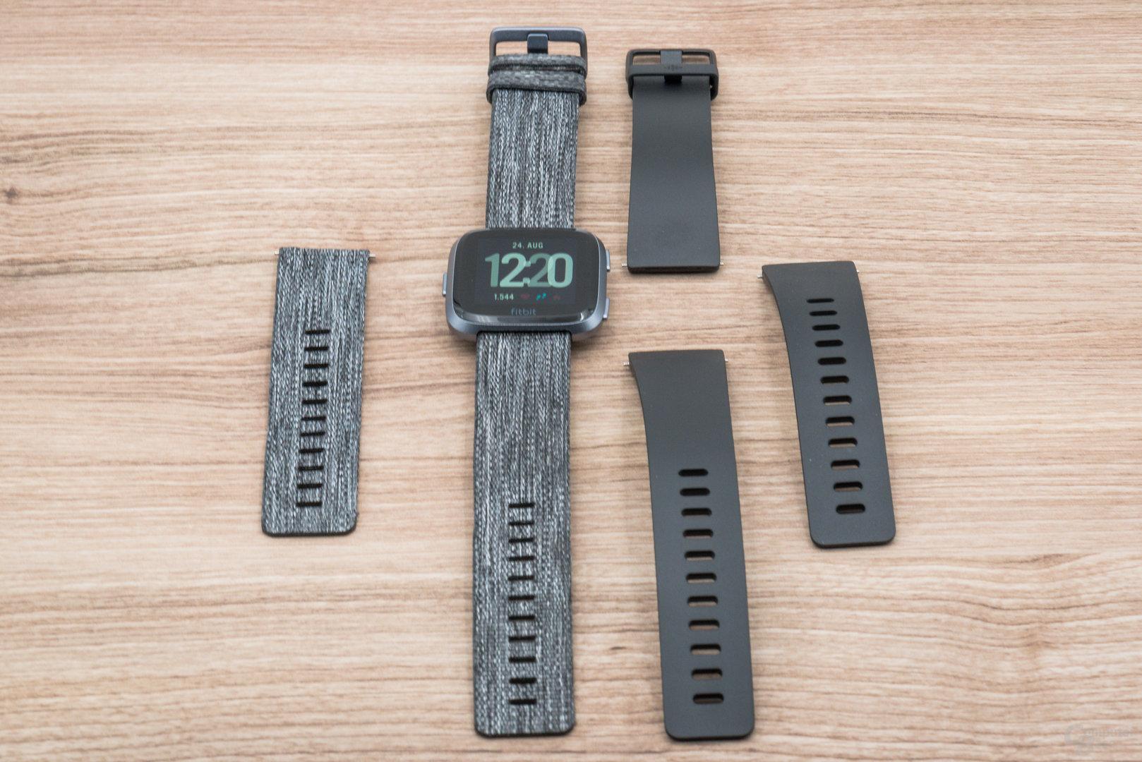 Fitbit Versa im Test: Zwei Armbandtypen inkludiert