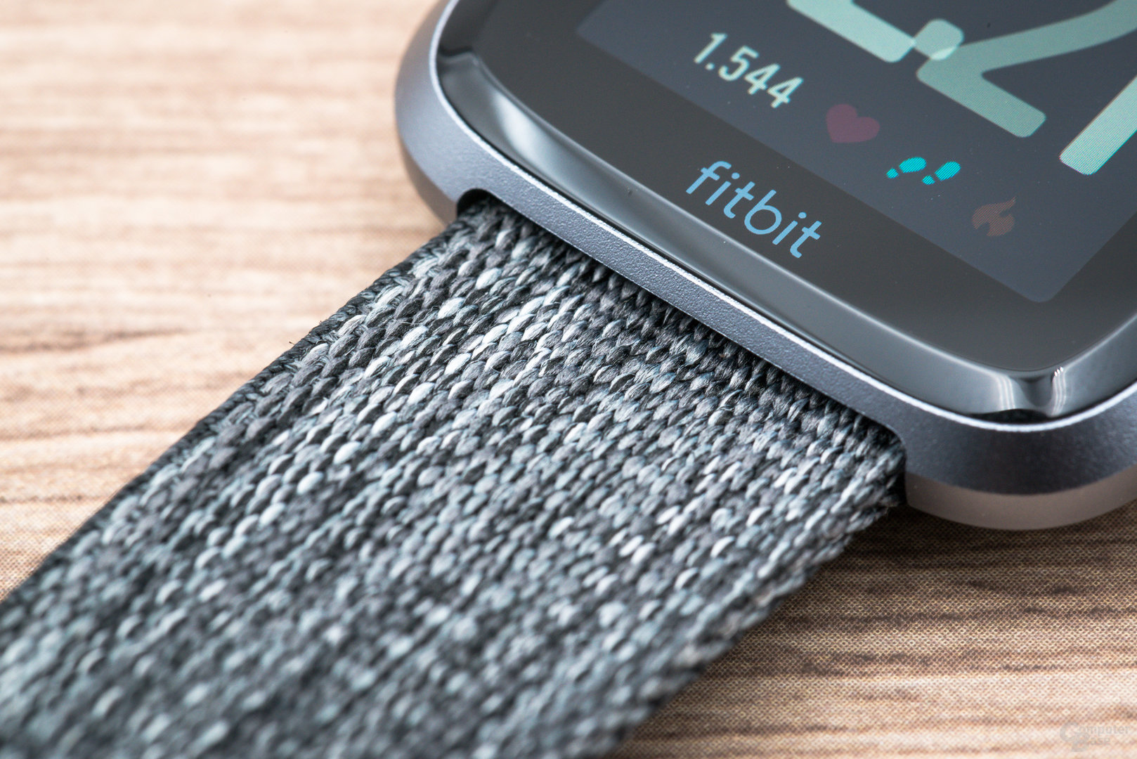Fitbit Versa im Test: Armband im Detail