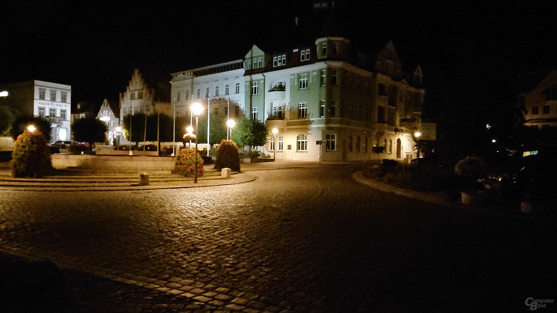 Nachtaufnahme, Hauptlinse, ISO 12800