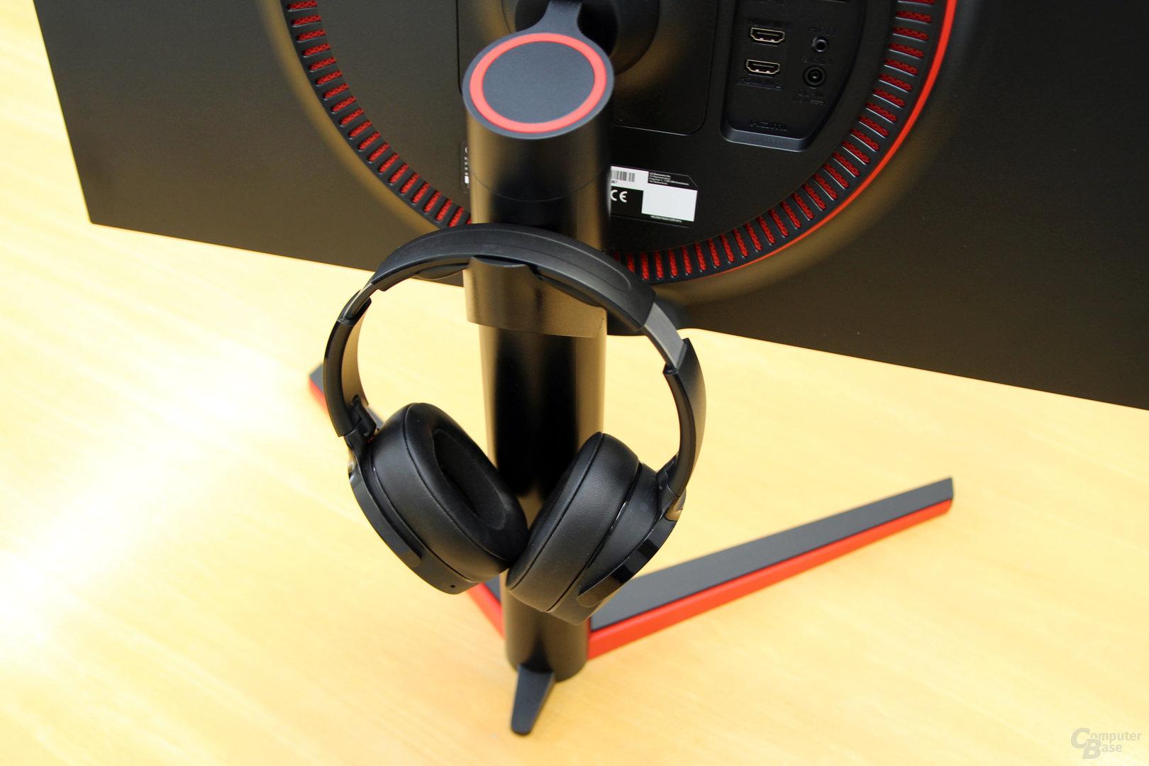 LG 27GK750F – Headset-Halterung am Standfuß