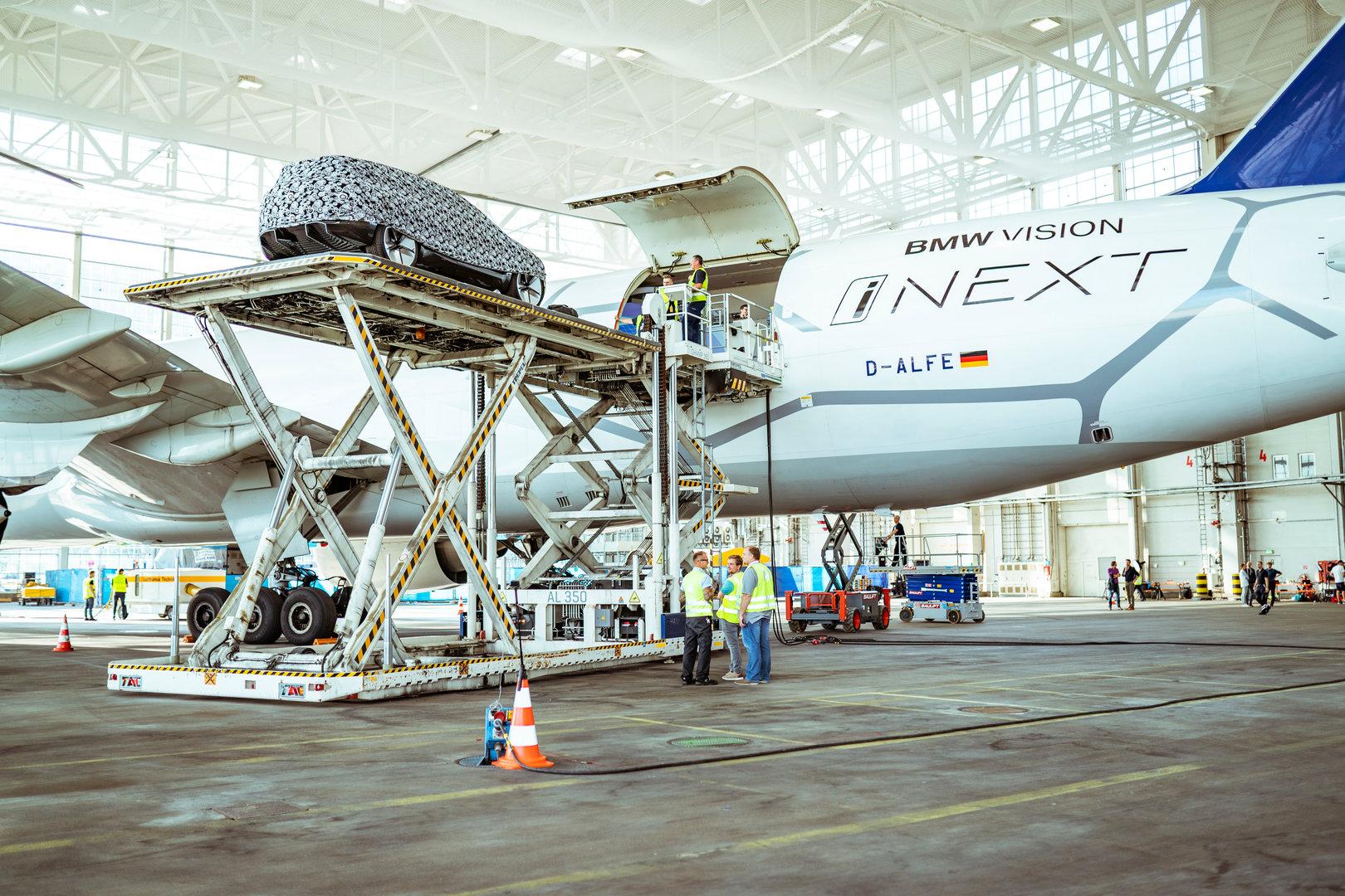 BMW Vision iNEXT – Aufbau und Präsentation am Münchener Flughafen