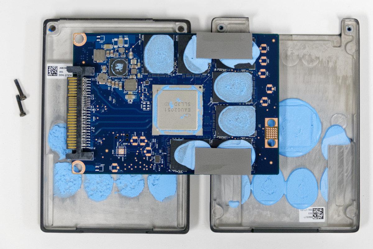 Das Innenleben der Intel Optane SSD 905P mit 1,5 TB als U.2-Version