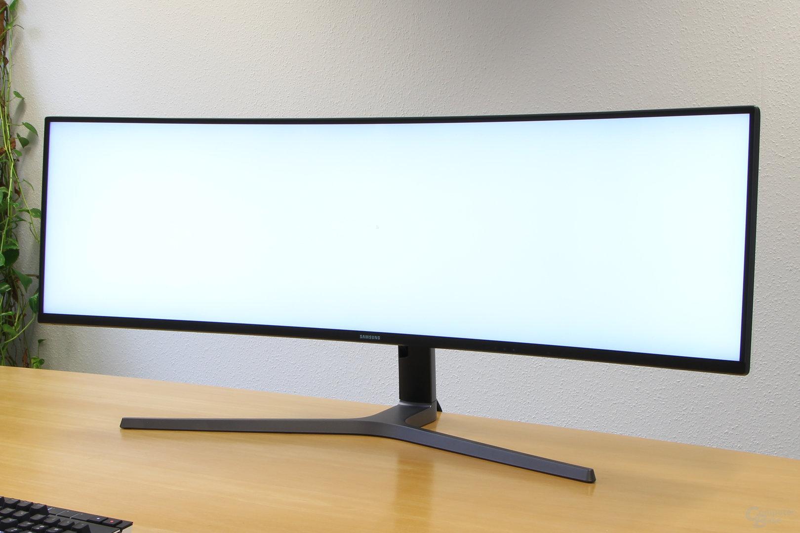 Samsung C49HG90 – Dunkle Ränder auch bei heller Umgebung sichtbar