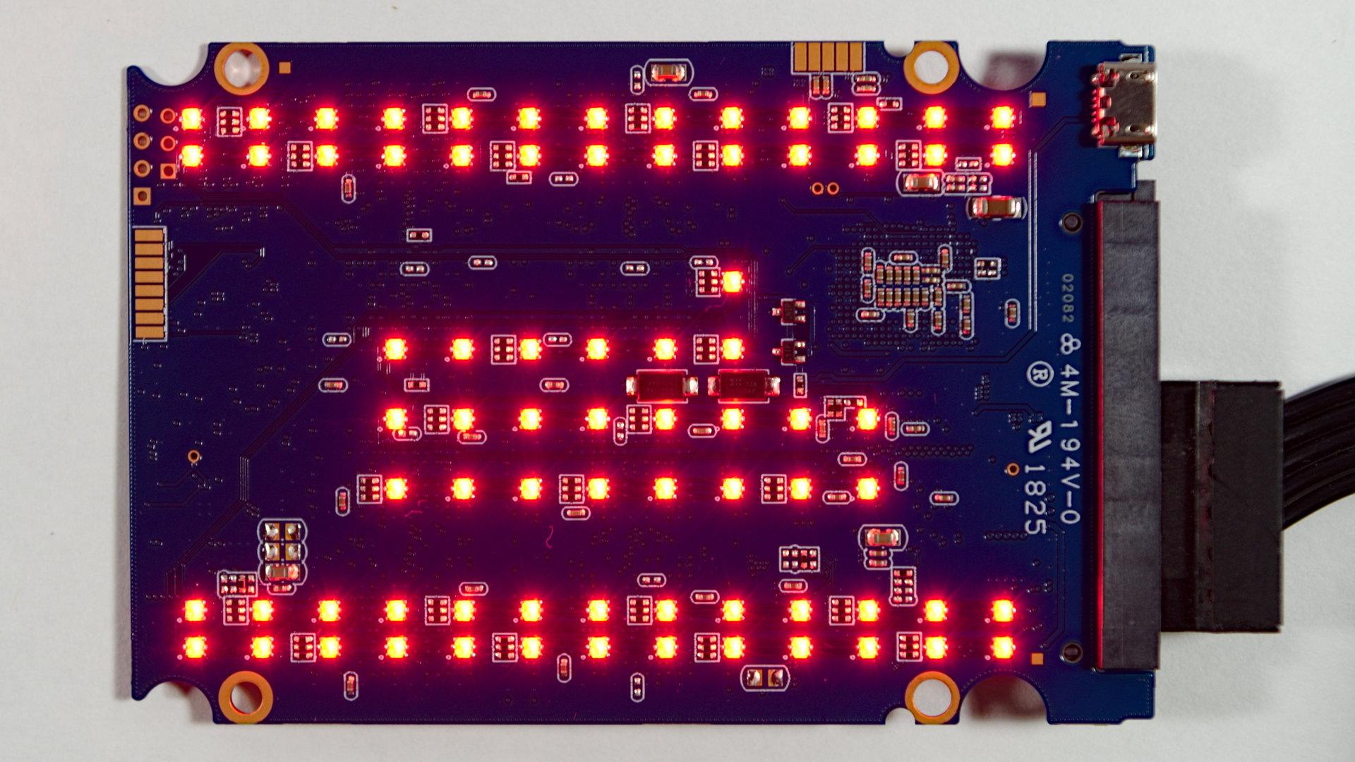 75 LEDs zieren die Unterseite der SSD-Platine
