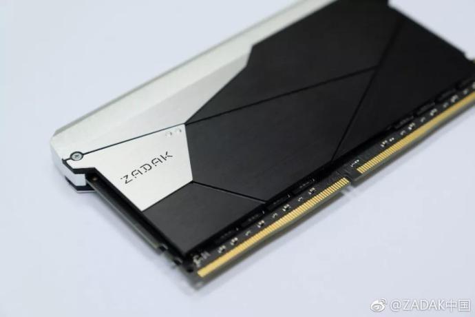 Zadak Shield DC Aura2 RGB DDR4-3200