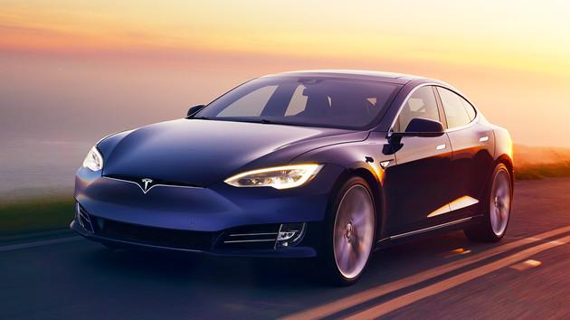 Autonomes Fahren: Tesla Autopilot sorgt für weniger Unfälle