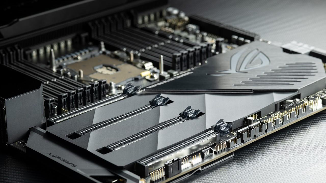 Asus ROG Dominus Extreme: Mainboard-Extravaganz für Intels 28-Kerner im Quadrat