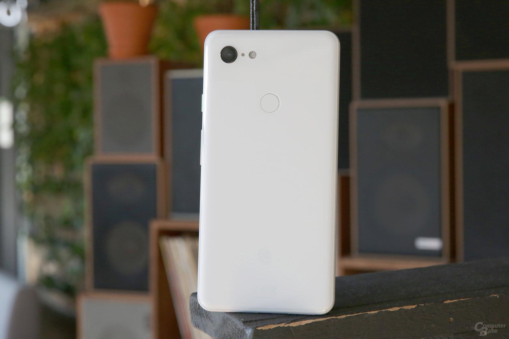 Auf dem weißen Pixel 3 XL sieht man keine Fingerabdrücke