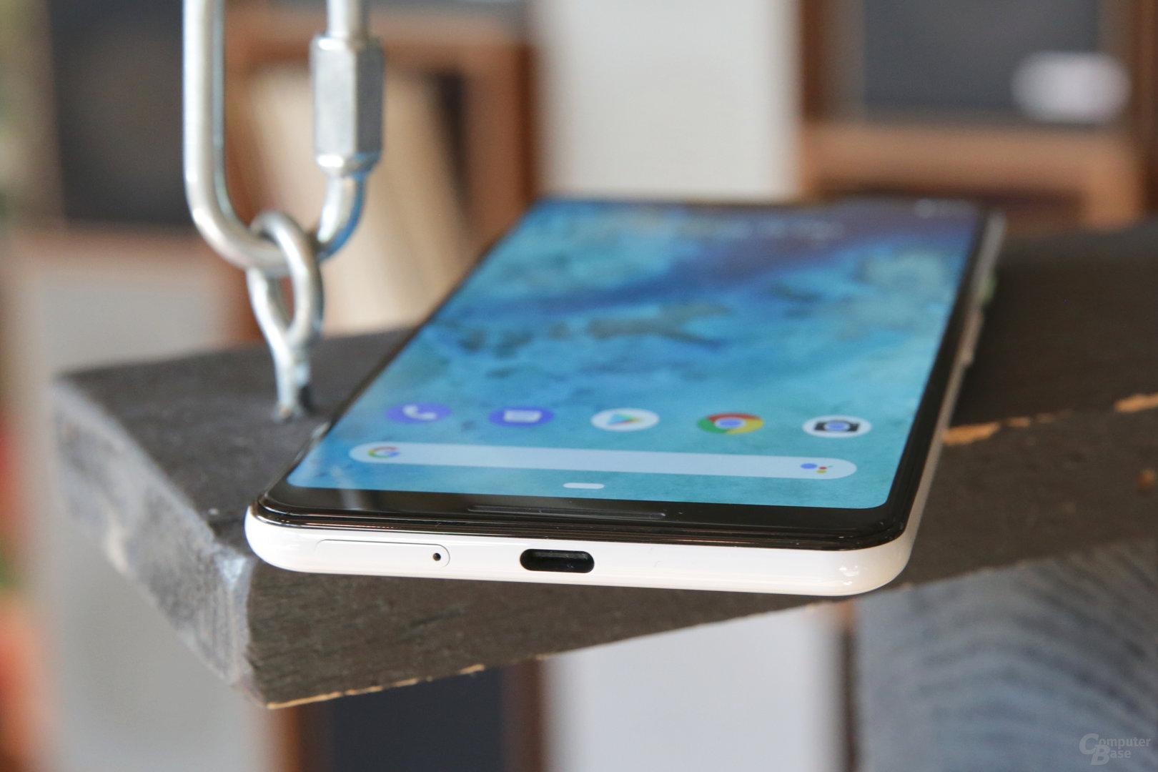 Geladen wird das Pixel 3 XL mit Kabel und 18 Watt oder kabellos mit 10 Watt