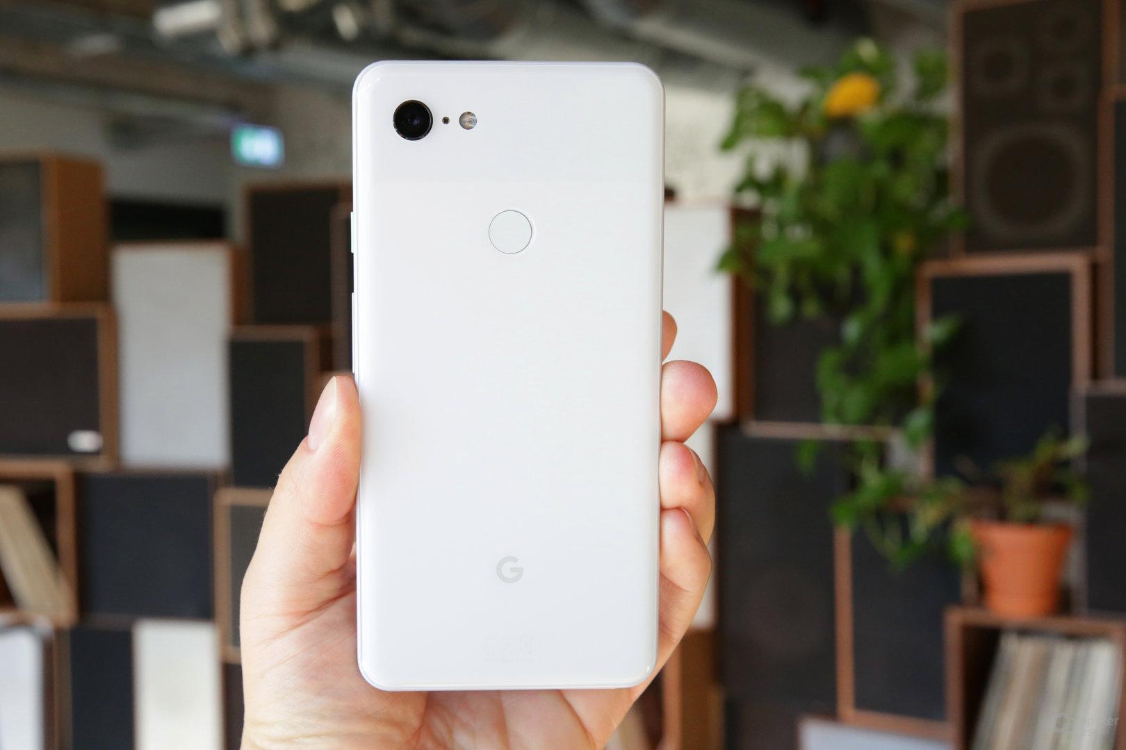 Google Pixel 3 XL in Clearly White mit mattierter Rückseite